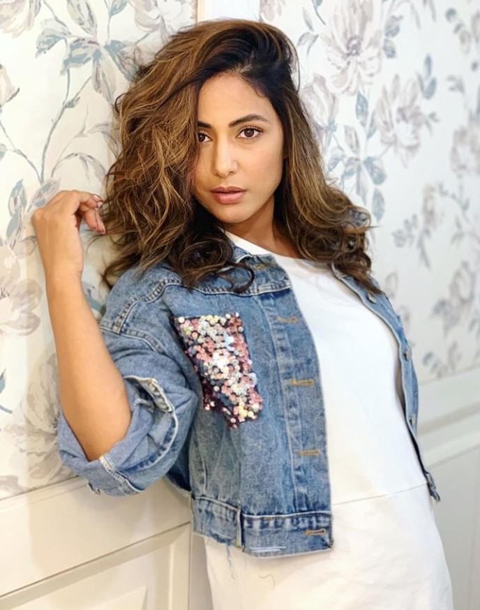 Hina Khan in No Makeup Look